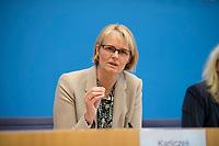 DEU, Deutschland, Germany, Berlin, 03.12.2019: Bundesbildungsministerin Anja Karliczek (CDU) in der Bundespressekonferenz zu den Ergebnissen der PISA-Studie.