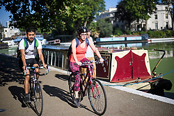 © Licensed to London News Pictures. 24/07/2018. London, UK. Cyclists make their way along the canal towpath at Little Venice in central London, as warm temperatures in the capital continue. Forecasters are predicting record temperatures later this week. Photo credit: Ben Cawthra/LNP