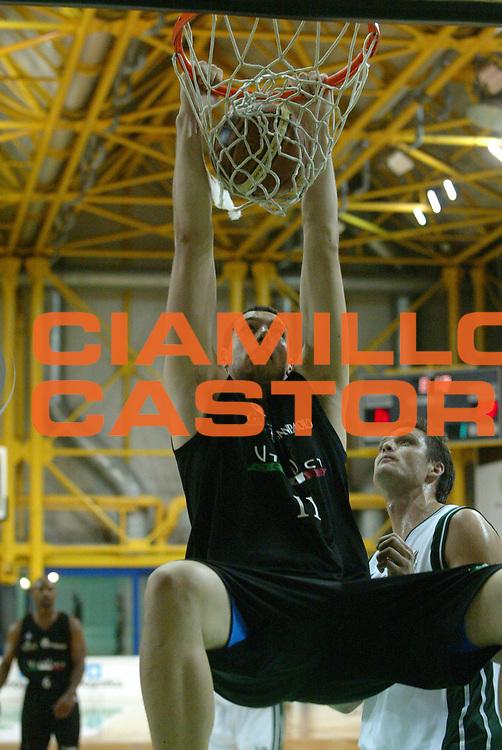 DESCRIZIONE : Bologna Precampionato Lega A1 2006-07 Vidivici Virtus Bologna Montepaschi Siena <br /> GIOCATORE : Crosariol <br /> SQUADRA : Vidivici Virtus Bologna<br /> EVENTO : Precampionato Lega A1 2006-2007 Trofeo Quadrifoglio <br /> GARA : Vidivici Virtus Bologna Montepaschi Siena <br /> DATA : 16/09/2006 <br /> CATEGORIA : Schiacciata <br /> SPORT : Pallacanestro <br /> AUTORE : Agenzia Ciamillo-Castoria/G.Livaldi <br /> Galleria : Lega Basket A1 2006-2007 <br /> Fotonotizia : Bologna Precampionato Italiano Lega A1 2006-2007 Trofeo Quadrifoglio Vita Vidivici Bologna-Montepaschi Siena <br /> Predefinita : si