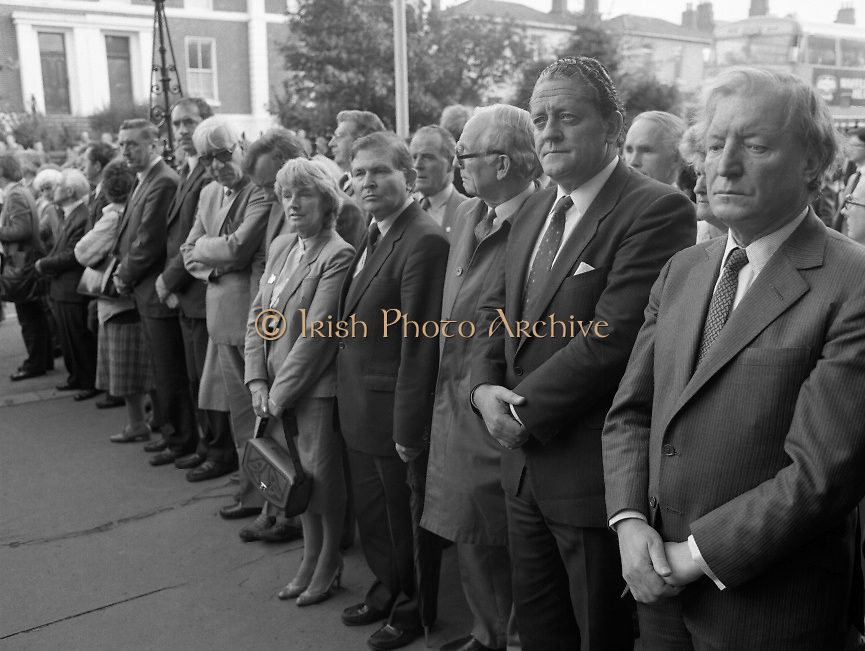 Removal of the Remains of Mr.George Colley..1983.19.09.1983.09.19.1983.19 September 1983..Photograph of the arrival of the Mortal Remains of Mr George Colley to the Church Of Three Patrons, Rathgar. In attendance among the huge crowd were Mr Charles Haughey TD and Mr Brian Lenihan TD representing Fianna Fail.<br />