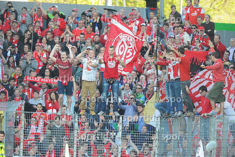 18.04.2015, Schwarzwald Stadion, Freiburg, GER, 1. FBL, SC Freiburg vs 1. FSV Mainz 05, 29. Runde, im Bild Fans des FSV Mainz jubeln // during the German Bundesliga 29th round match between SC Freiburg and 1. FSV Mainz 05 at the Schwarzwald Stadion in Freiburg, Germany on 2015/04/18. EXPA Pictures &copy; 2015, PhotoCredit: EXPA/ Eibner-Pressefoto/ Laegler<br /> <br /> *****ATTENTION - OUT of GER*****