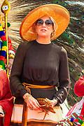 Zijne Majesteit Koning Willem-Alexander en Hare Majesteit Koningin Máxima brengen op uitnodiging van president Ram Nath Kovind een staatsbezoek aan de Republiek India.<br /> <br /> His Majesty King Willem-Alexander and Her Majesty Queen Máxima on a state visit to the Republic of India at the invitation of President Ram Nath Kovind.<br /> <br /> Op de foto / On the photo:  Koning Willem-Alexander en koningin Maxima leggen een krans ter herdenking van de aanslag op 26 november 2008 in hotel Taj Mahal Palace . /// King Willem-Alexander and Queen Maxima are laying a wreath to commemorate the attack on 26 November 2008 in hotel Taj Mahal Palace.