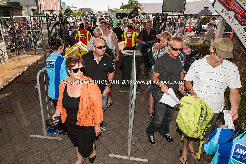 Crowds arrive during the ANZ T20 Series. 2nd Twenty20 Cricket International. New Zealand Black Caps versus England at Seddon Park, Hamilton, New Zealand. Tuesday 12 February 2013. Photo: Stephen Barker/Photosport.co.nz