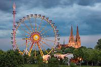 Die Dult in Regensburg gilt als größtes Volksfest der Oberpfalz. Sie ist ein ausgesprochenes Familienvolksfest wo neben den Fahrgeschäften der Schausteller vom Kinderkarussell bis zum Riesenrad auch Festzelte, Weinstadl und Biergärten dazugehören.