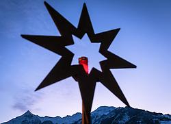 THEMENBILD - ein Holzstern mit brennender Kerze bei Dämmerung mit Blick auf den Kitzsteinhorn Gletscher, aufgenommen am 03. Dezember 2017, Kaprun, Österreich // a wooden star with a burning candle at dusk with a view of the Kitzsteinhorn glacier on 2017/12/03, Kaprun, Austria. EXPA Pictures © 2017, PhotoCredit: EXPA/ Stefanie Oberhauser