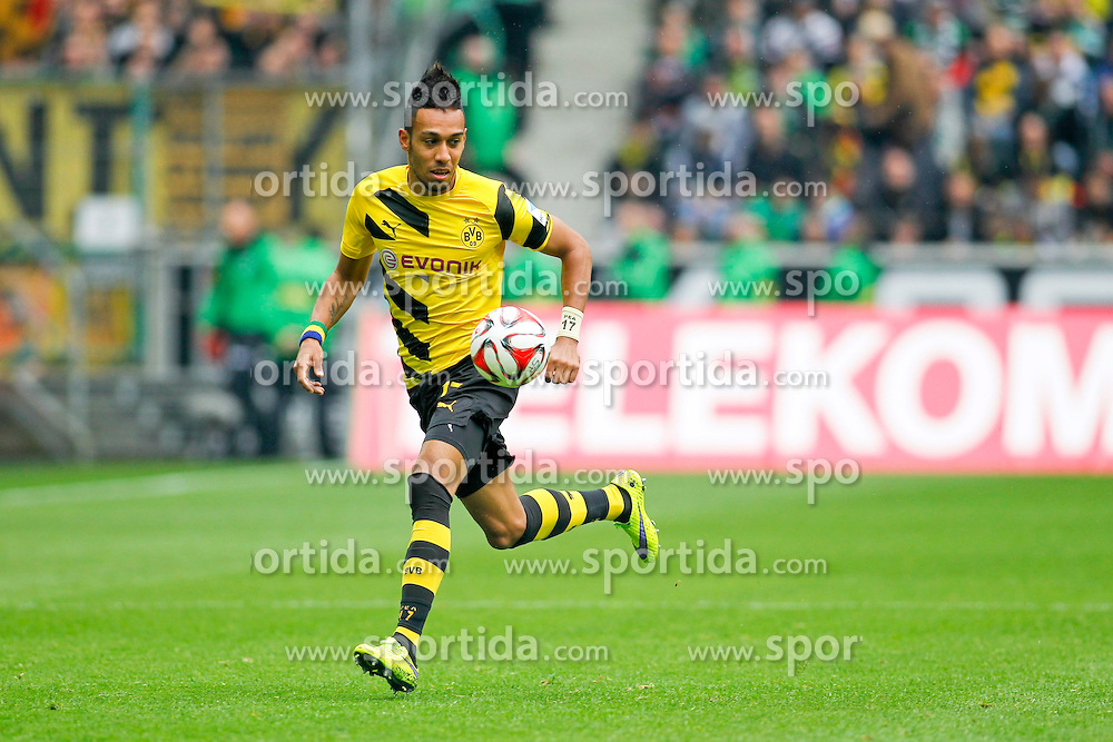 11.04.2015, Borussia Park, Moenchengladbach, GER, 1. FBL, Borussia Moenchengladbach vs Borussia Dortmund, 28. Runde, im Bild Pierre-Emerick Aubameyang (Borussia Dortmund #17) // 15054000 during the German Bundesliga 28th round match between Borussia Moenchengladbach and Borussia Dortmund at the Borussia Park in Moenchengladbach, Germany on 2015/04/11. EXPA Pictures &copy; 2015, PhotoCredit: EXPA/ Eibner-Pressefoto/ Sch&uuml;ler<br /> <br /> *****ATTENTION - OUT of GER*****