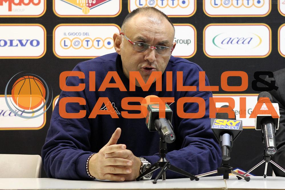 DESCRIZIONE : Roma Lega A 2009-10 Presentazione nuovo allenatore della Lottomatica Virtus Roma<br /> GIOCATORE : Matteo Boniciolli<br /> SQUADRA : Lottomatica Virtus Roma<br /> EVENTO : Campionato Lega A 2009-2010<br /> GARA : <br /> DATA : 14/12/2009<br /> CATEGORIA : ritratto<br /> SPORT : Pallacanestro<br /> AUTORE : Agenzia Ciamillo-Castoria/E.Castoria<br /> Galleria : Lega Basket A 2009-2010<br /> Fotonotizia : Roma Campionato Italiano Lega A 2009-2010 Presentazione nuovo allenatore della Lottomatica Virtus Roma<br /> Predefinita :