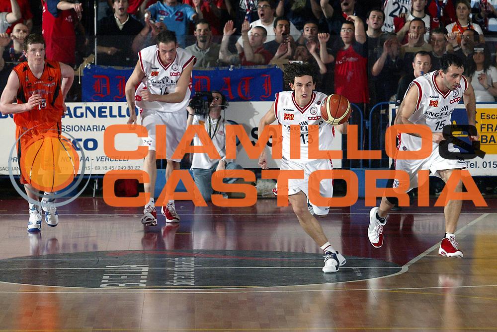 DESCRIZIONE : Biella Lega A1 2005-06 Angelico Biella Viola Reggio Calabria <br />GIOCATORE : Gergati Cusin Santarossa<br />SQUADRA : Angelico Biella<br />EVENTO : Campionato Lega A1 2005-2006<br />GARA : Angelico Biella Viola Reggio Calabria<br />DATA : 20/04/2006<br />CATEGORIA : Palleggio<br />SPORT : Pallacanestro<br />AUTORE : Agenzia Ciamillo-Castoria/S.Ceretti