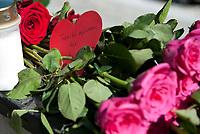Svømming<br /> 2. Mai 2012<br /> Sentralbadet , Bergen<br /> Minneprotokoll for Alexander Dale Oen<br /> Utenfor setralbadet i Bergen hvor Alexander Dale Oen har tilbragt uttalige trenings timer, er det blitt lagt fram blomster<br /> Foto: Astrid M. Nordhaug