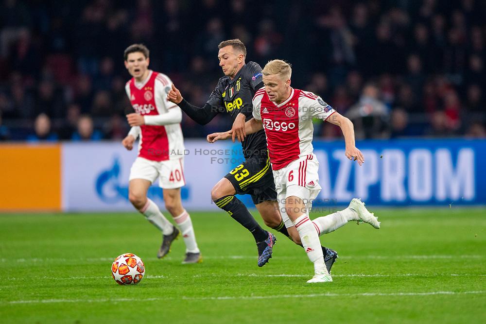 10-04-2019 NED: Champions League AFC Ajax - Juventus,  Amsterdam<br /> Round of 8, 1st leg / Ajax plays the first match 1-1 against Juventus during the UEFA Champions League first leg quarter-final football match / Donny van de Beek #6 of Ajax, Federico Bernardeschi #33 of Juventus