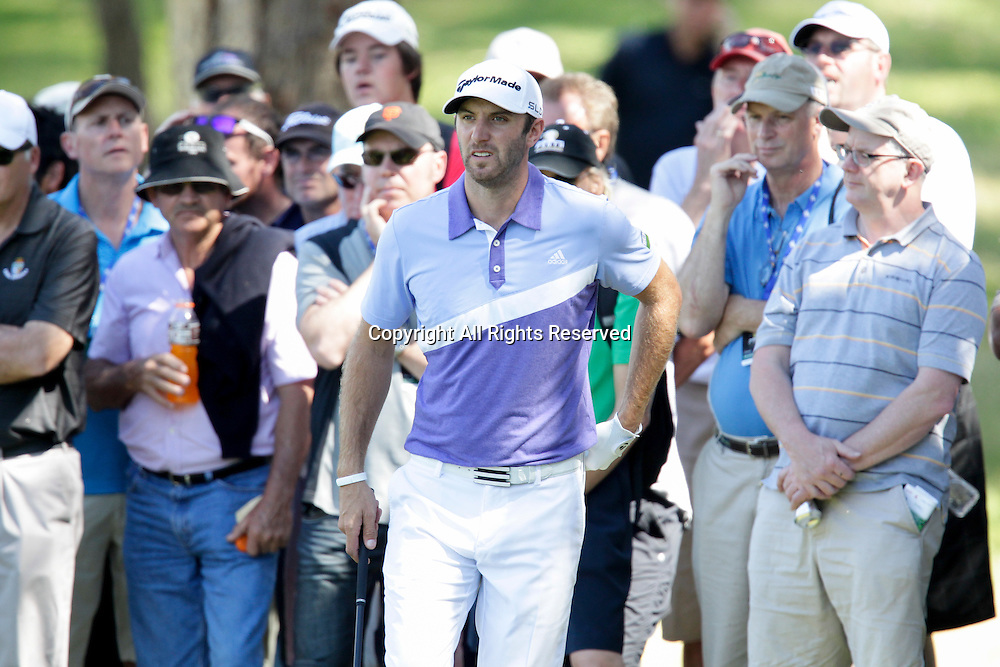 18.10.2013 Perth, Australia. Dustin Johnson (USA) sums up his lie during day 2 of the ISPS Handa Perth International Golf Championship from the Lake Karrinyup Country Club.