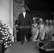Quirino Theater, Rome, 21-11-1952. Italian comic actor Erminio Macario on stage / Teatro Quirino, Roma, 21-11-1952. L'attore comico Erminio Macario in scena - Marcello Mencarini Historical Archives