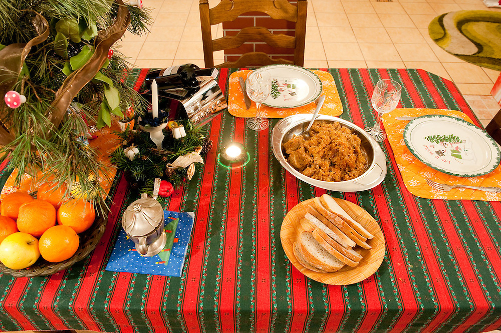 The dinner table of Tuesday 19 January at 20:00<br /> <br /> This is the second or third time I cook this food. I bought the meat from TESCO on Saturday. I had an appointment with a customer nearby and after I finished I walked into TESCO. It cost me 35 Zloty (EUR9)