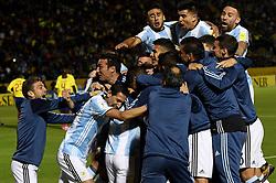 Quito, Ecuador: Con tres goles de Messi, Argentina vence 3-1 a Ecuador y está clasificando al Mundial Rusia 2018, en  el estadio Atahualpa por la última fecha de las Eliminatorias Sudamericanas. Los jugadores del seleccionado se abrazan para festejar el tercer gol. Foto: Enviado Especial (Credit Image: © Telam/Xinhua via ZUMA Wire)