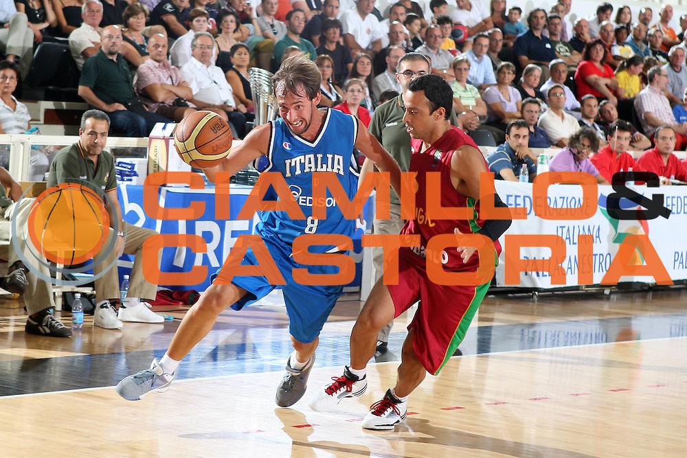 DESCRIZIONE : Trento Torneo Internazionale Maschile Trentino Cup Italia Portogallo Italy Portugal<br /> GIOCATORE : Giuseppe Poeta<br /> SQUADRA : Italia Italy<br /> EVENTO : Raduno Collegiale Nazionale Maschile <br /> GARA : Italia Portogallo Italy Portugal<br /> DATA : 27/07/2009 <br /> CATEGORIA : penetrazione palleggio<br /> SPORT : Pallacanestro <br /> AUTORE : Agenzia Ciamillo-Castoria/E.Castoria<br /> Galleria : Fip Nazionali 2009 <br /> Fotonotizia : Trento Torneo Internazionale Maschile Trentino Cup Italia Portogallo Italy Portugal<br /> Predefinita :