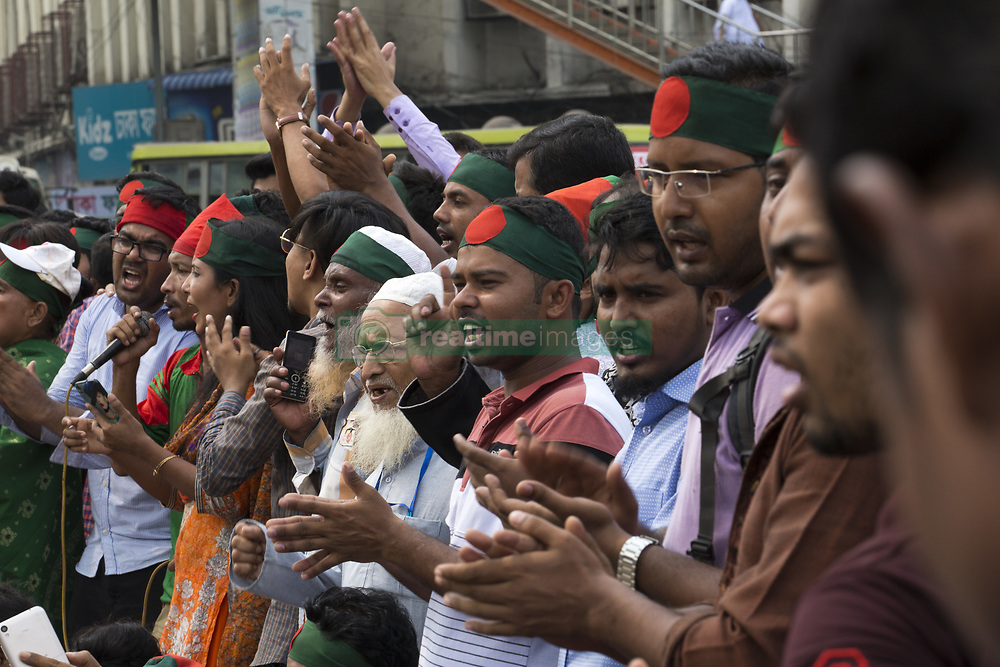 October 4, 2018 - Dhaka, Bangladesh - Protesters shout slogans and block Shahbagh intersection as they demand to reinstate a 30 per cent quota for freedom fighters' children and grandchildren in Dhaka , Bangladesh on October 04, 2018...According to local media reports, the Bandgladeshi cabinet has approved a government committee's decision to abolish the existing quota system for class-I and class-II jobs in the civil service. (Credit Image: © Zakir Hossain Chowdhury/NurPhoto/ZUMA Press)