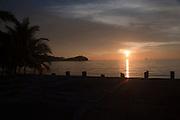 Atardecer en La Isla Grande..La Isla Grande es un isla del Mar Caribe que pertenece a Panamá, a pesar de lo que indica su nombre se trata de una isla de dimensiones pequeñas, en esta se encuentra la famosa estatua del Cristo negro en los corales, el acceso a la isla es a través de lanchas que manejan los habitantes locales, estando a media hora de la ciudad de Colón no esta permitido el ingreso de automóviles a la isla pues solo hay senderos para caminar, posee una gran riqueza gastronómica y cultural. ©Victoria Murillo/ Istmophoto.com.