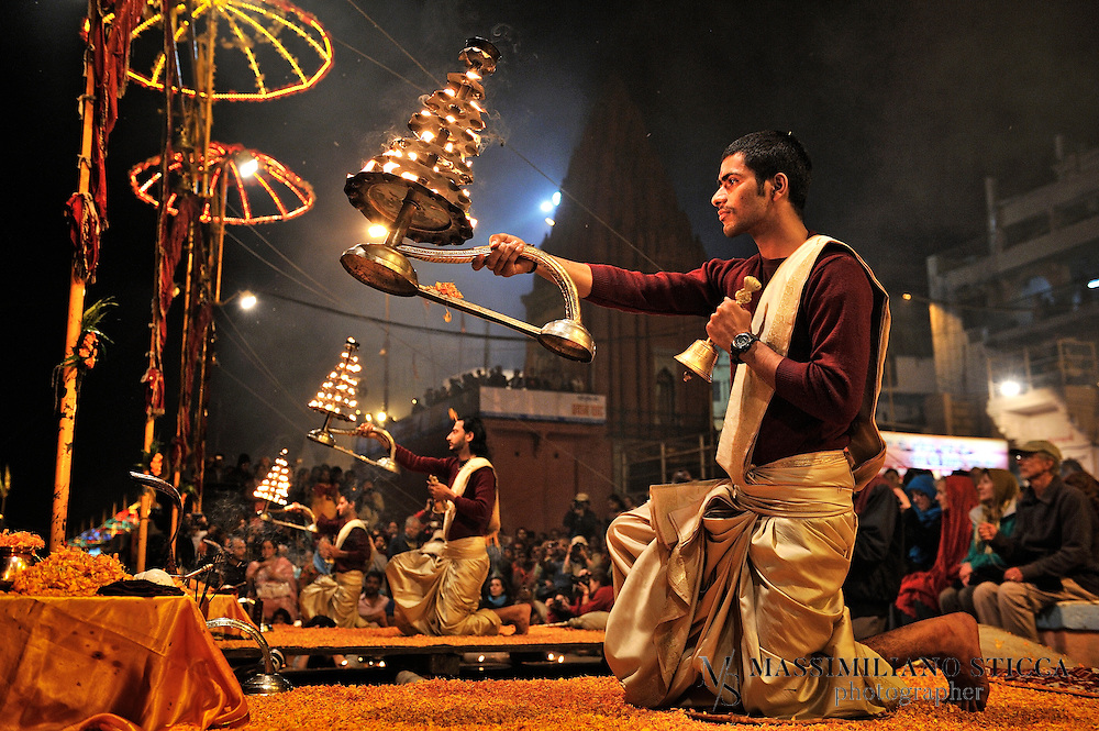 The big multi-tiered lamps containing hundreds of small lamps. Priests wave these burning lamps in clockwise directions,  in a synchronized manner, while  facing themselves in all the directions. These big brass lamps weigh around four and half kilos and small flames look amazing under the night sky.