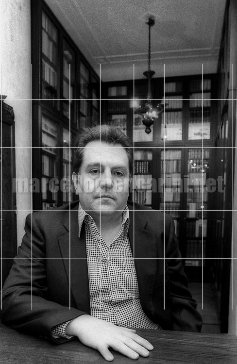 Milan, 1980. Italian writer Giuseppe Pontiggia in his house / Milano, 1980. Lo scrittore Giuseppe Pontiggia nella sua casa - © Marcello Mencarini
