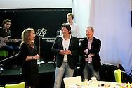 AMMERZODEN - In tuincentrum OASEGROEN ging deze avond het NL Greenlabel Business Event van start. Met op de foto Helga van Leur, Lodewijk Hoekstra en Nico Wissing. FOTO LEVIN DEN BOER - PERSFOTO.NU