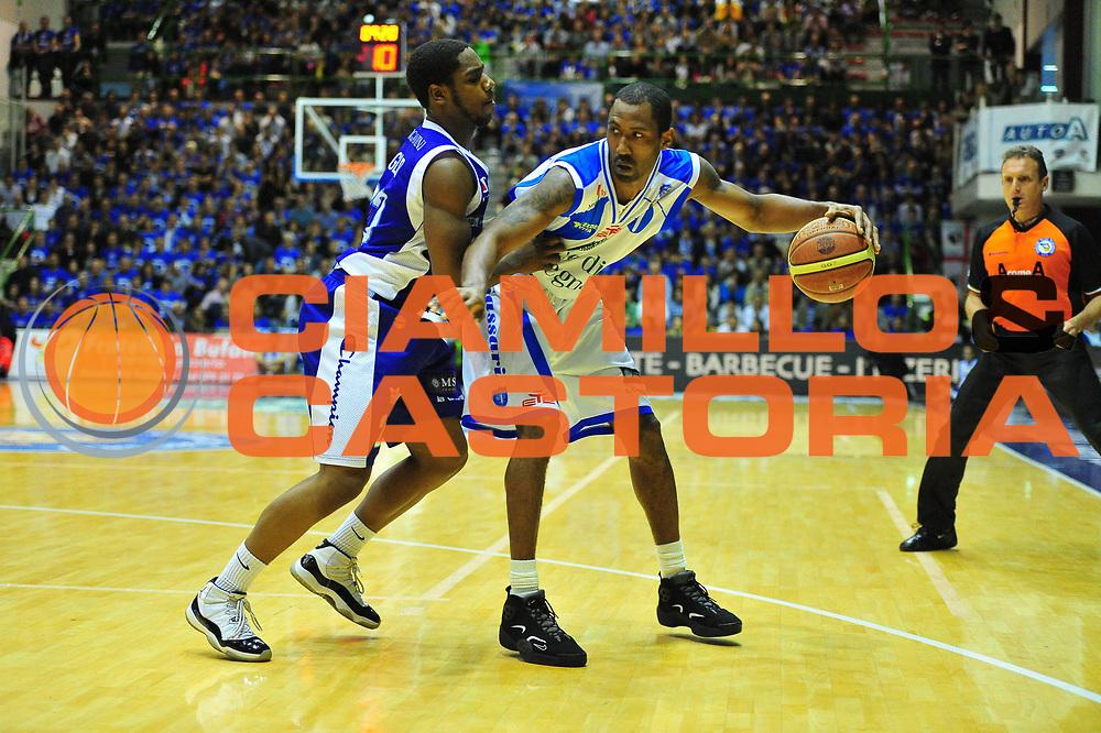 DESCRIZIONE : Sassari Lega A 2012-13 Dinamo Sassari Lenovo Cant&ugrave; Quarti di finale Play Off gara 2<br /> GIOCATORE : Bootsy Thornton<br /> CATEGORIA : Palleggio<br /> SQUADRA : Dinamo Sassari<br /> EVENTO : Campionato Lega A 2012-2013 Quarti di finale Play Off gara 2<br /> GARA : Dinamo Sassari Lenovo Cant&ugrave; Quarti di finale Play Off gara 2<br /> DATA : 11/05/2013<br /> SPORT : Pallacanestro <br /> AUTORE : Agenzia Ciamillo-Castoria/M.Turrini<br /> Galleria : Lega Basket A 2012-2013  <br /> Fotonotizia : Sassari Lega A 2012-13 Dinamo Sassari Lenovo Cant&ugrave; Play Off Gara 2<br /> Predefinita :