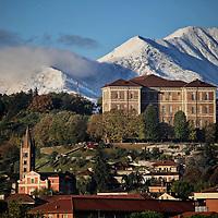 Castello di Rivoli situato a ovest di Torino, in Piemonte. In passato fu una residenza sabauda, mentre oggi è una delle sedi museali di Arte Contemporanea.