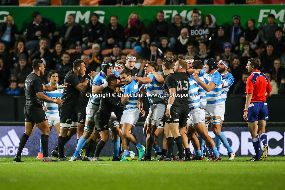 A scuffle breaks out between the All Blacks and the Pumas <br /> during Round 3 of the Rugby Championship - New Zealand All Blacks v Argentina Pumas.  FMG Stadium Waikato, Hamilton, New Zealand. Saturday 10 September 2016. &copy; Copyright Photo: Bruce Lim / www.Photosport.nz