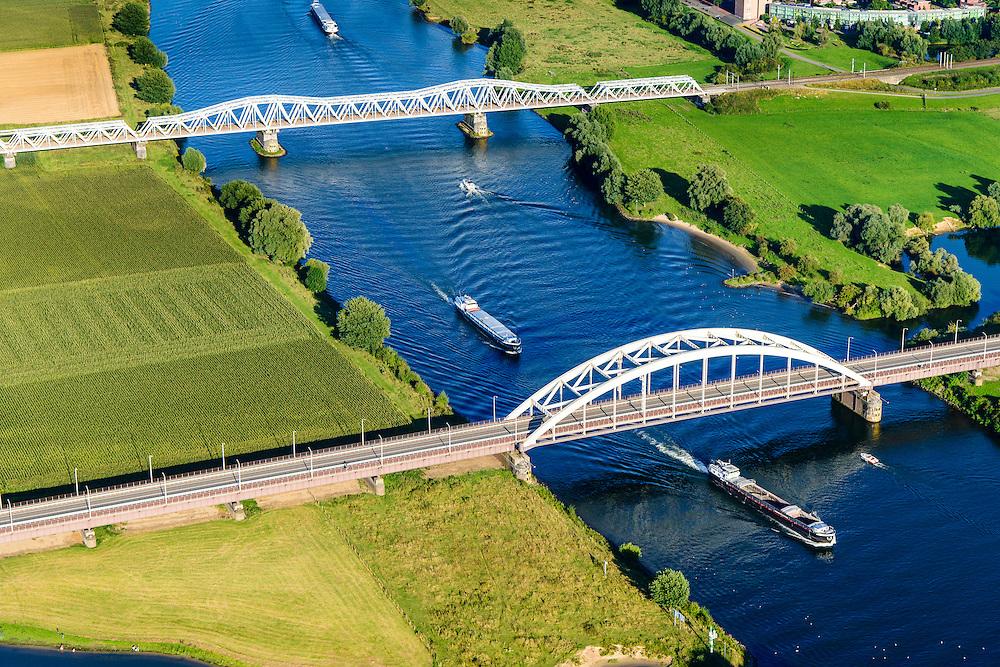 Nederland, Noord-Brabant, Den Bosch, 23-08-2016; Treurenbrug en spoorbrug over de Maas tussen Hedel en Crevecoeur.<br /> Bridges crossing the Meuse north od Den Bosch.<br /> luchtfoto (toeslag op standard tarieven);<br /> aerial photo (additional fee required);<br /> copyright foto/photo Siebe Swart