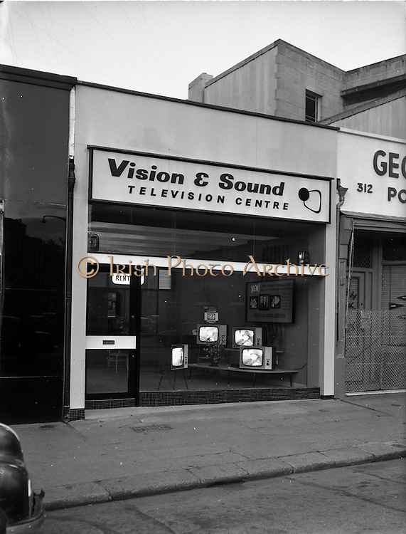 17/05/1962<br /> 05/17/1962<br /> 17 May 1962<br /> Interior and exterior view of Vision and Sound Television Centre premises at Rathmines, Dublin. View of exterior of the store with television sets in the window display.