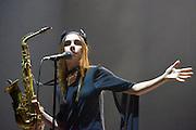 Nederland, Ewijk, 24-6-2016 Vanmiddag begon het festival Down the Rabbit Hole , dtrh . De organisatie had veel moeite gedaan de water en modderoverlast, veroorzaakt door de hoosbuien van afgelopen week, tot een minimum te beperken . Zangeres PJ Harvey was hoofdact op de eerste dag Foto: Flip Franssen