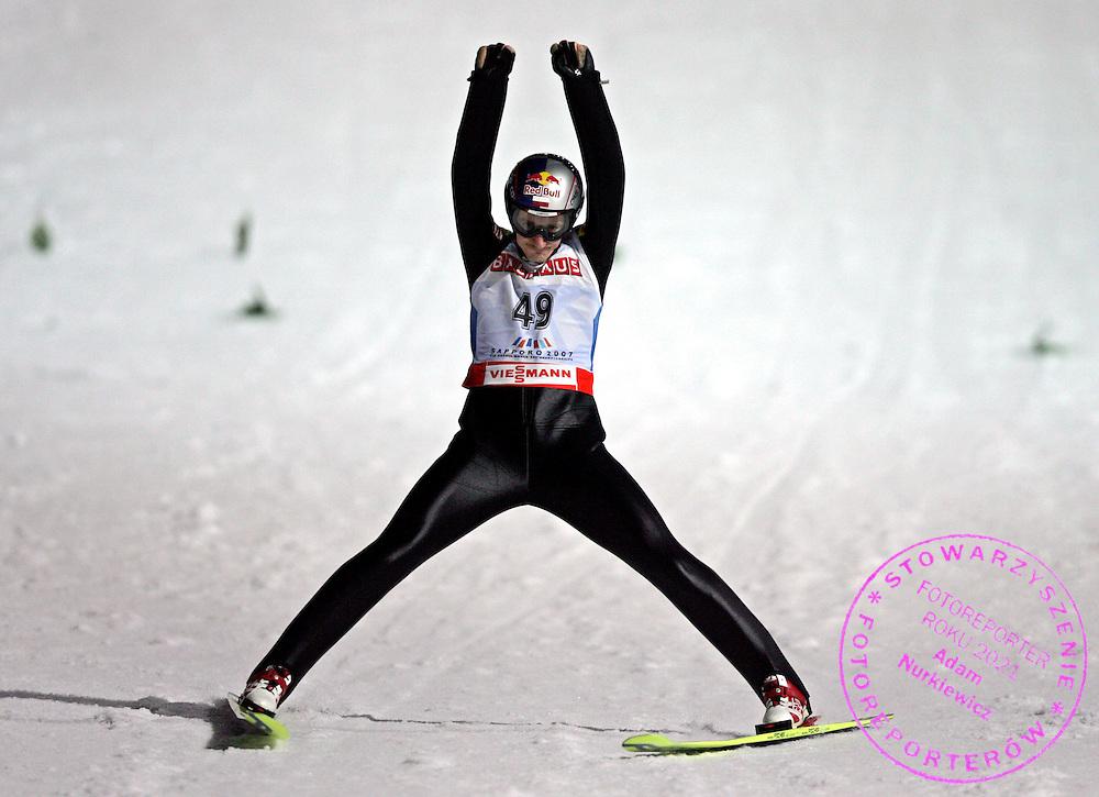 GEPA-0303074140 - SAPPORO,JAPAN,03.MAR.07 - SKI NORDISCH, SKISPRINGEN - FIS Nordische Ski Weltmeisterschaft 2007 in Sapporo, Einzelspringen Kleinschanze. Bild zeigt den Jubel von Adam Malysz (POL). Foto: GEPA pictures/ Wolfgang Grebien.FOT. GEPA / WROFOTO.*** POLAND ONLY !!! ***.*** NO INTERNET/ MOBILE USAGE !!! ***