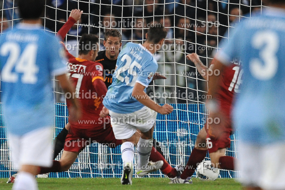 16.10.2011, Olympia Stadion, Rom, ITA, Serie A, Lazio Rom vs AS Rom, im Bild Il gol di Mirsolav KLOSE.Goal celebration // during Serie A football match between Lazio Rome and AS Rome at Olympic Stadium, Rome, Italy on 16/10/2011. EXPA Pictures © 2011, PhotoCredit: EXPA/ InsideFoto/ Andrea Staccioli +++++ ATTENTION - FOR AUSTRIA/(AUT), SLOVENIA/(SLO), SERBIA/(SRB), CROATIA/(CRO), SWISS/(SUI) and SWEDEN/(SWE) CLIENT ONLY +++++