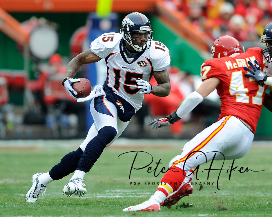 December 6, 2009:  Wide receiver Brandon Marshall #15 of the Denver Broncos rushes down field during a game against the Kansas City Chiefs at Arrowhead Stadium in Kansas City, Missouri.  ..