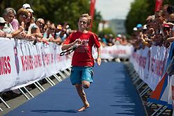 03.07.2011, Strandbad, Klagenfurt, AUT, Austria Ironman 2011, im Bild Staff Junge läuft Triathleten hinterher, um diesen seine verlorene Startnummer zu bringen, EXPA Pictures © 2011, PhotoCredit: EXPA/ M. Kuhnke