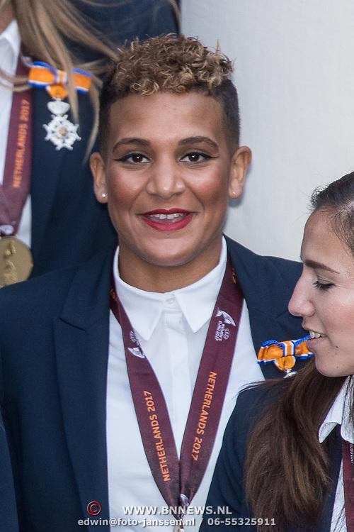 NLD/Den Haag/20171025 - Koning ontvangt winnaar EK voetbal Vrouwen 2017, Shanice van de Sanden