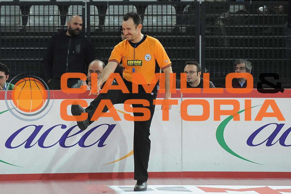 DESCRIZIONE : Roma Lega A 2009-10 Lottomatica Virtus Roma Carife Ferrara<br /> GIOCATORE : Arbitro<br /> SQUADRA : <br /> EVENTO : Campionato Lega A 2009-2010 <br /> GARA : Lottomatica Virtus Roma Carife Ferrara<br /> DATA : 28/02/2010<br /> CATEGORIA : <br /> SPORT : Pallacanestro <br /> AUTORE : Agenzia Ciamillo-Castoria/GiulioCiamillo<br /> Galleria : Lega Basket A 2009-2010 <br /> Fotonotizia : Roma Campionato Italiano Lega A 2009-2010 Lottomatica Virtus Roma Carife Ferrara<br /> Predefinita :