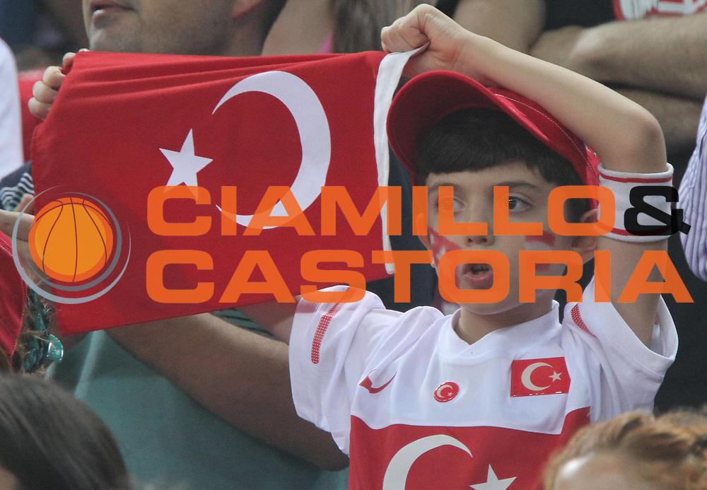 DESCRIZIONE : Istanbul Turchia Turkey Men World Championship 2010 Semifinals Campionati Mondiali Semifinali Serbia Turkey<br /> GIOCATORE : Supporters Turkey Tifosi Turchia<br /> SQUADRA : Serbia<br /> EVENTO : Istanbul Turchia Turkey Men World Championship 2010 Campionato Mondiale 2010<br /> GARA : Serbia Turkey Serbia Turchia<br /> DATA : 11/09/2010<br /> CATEGORIA : tifosi supporters<br /> SPORT : Pallacanestro <br /> AUTORE : Agenzia Ciamillo-Castoria/A.Vlachos<br /> Galleria : Turkey World Championship 2010<br /> Fotonotizia : Istanbul Turchia Turkey Men World Championship 2010 Semifinals Campionati Mondiali Semifinali Serbia Turkey<br /> Predefinita :