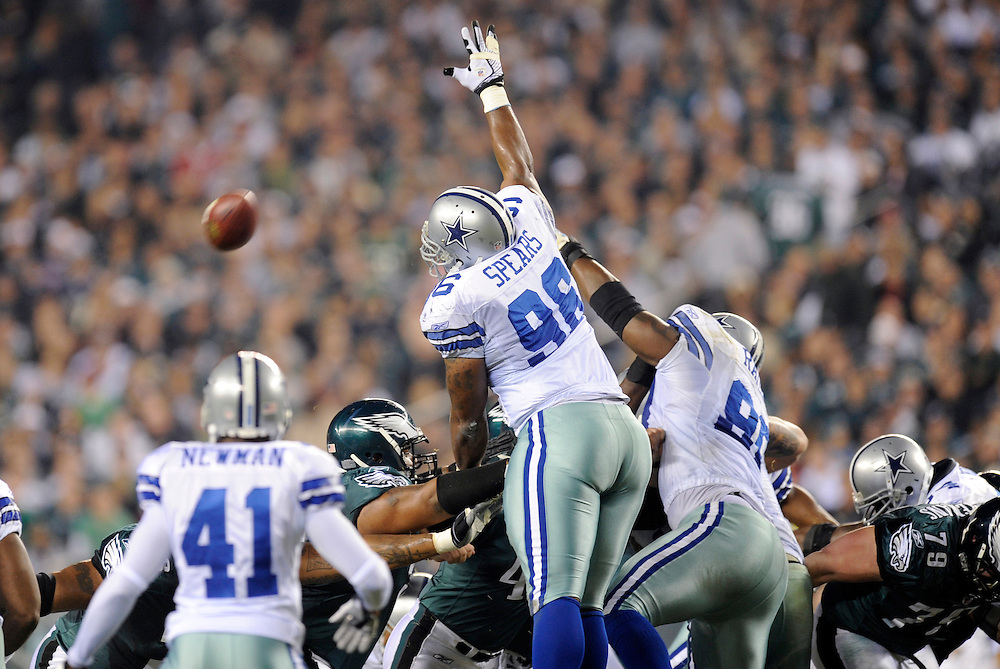 PHILADELPHIA - NOVEMBER 08: of the Dallas Cowboys against the Philadelphia Eagles at Lincoln Financial Field on November 8, 2009 in Philadelphia, Pennsylvania. The Cowboys defeated the Eagles  20-16. (Photo by Rob Tringali) *** Local Caption ***