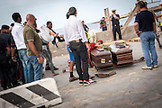Lampedusa, Sicilia, ott 2013. Lampedusa Island, Sicily, Italy, oct 2013.le bare dei migranti morti nel naufragio vengono rimosse dall'isola. Funerali e strazio dei parenti. the coffins of migrants who have died in the shipwreck are removed from the island. Funerals and grief of the relatives.