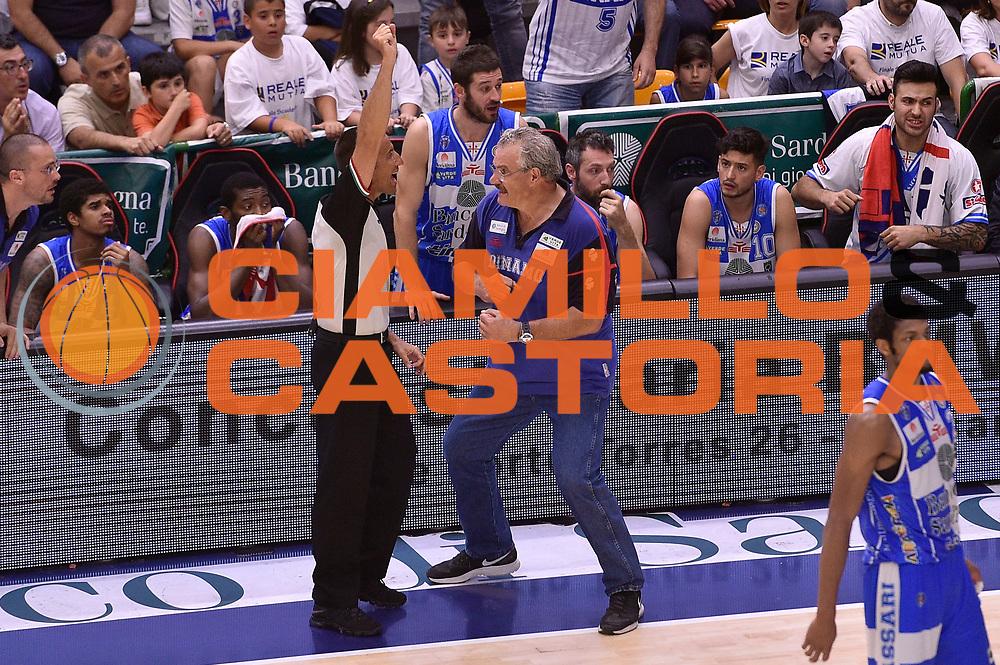 DESCRIZIONE : Sassari Lega A 2014-2015 Banco di Sardegna Sassari Grissinbon Reggio Emilia Finale Playoff Gara 6 <br /> GIOCATORE : Romeo Sacchetti Roberto Begnis arbitro<br /> CATEGORIA : arbitro delusione<br /> SQUADRA : Banco di Sardegna Sassari arbitro<br /> EVENTO : Campionato Lega A 2014-2015<br /> GARA : Banco di Sardegna Sassari Grissinbon Reggio Emilia Finale Playoff Gara 6 <br /> DATA : 24/06/2015<br /> SPORT : Pallacanestro<br /> AUTORE : Agenzia Ciamillo-Castoria/GiulioCiamillo<br /> GALLERIA : Lega Basket A 2014-2015<br /> FOTONOTIZIA : Sassari Lega A 2014-2015 Banco di Sardegna Sassari Grissinbon Reggio Emilia Finale Playoff Gara 6<br /> PREDEFINITA :