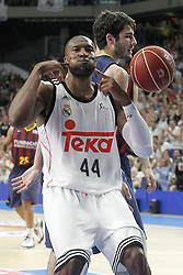 21.06.2015, Palacio de los Deportes, Madrid, ESP, Liga Endesa, Real Madrid vs Barcelona, Finale, 2. Spiel, im Bild Real Madrid's Marcus Slaughter celebrates in presence of FC Barcelona's Alex Abrines // during the second match of Liga Endesa final's between Real Madrid vs Barcelona at the Palacio de los Deportes in Madrid, Spain on 2015/06/21. EXPA Pictures © 2015, PhotoCredit: EXPA/ Alterphotos/ Acero<br /> <br /> *****ATTENTION - OUT of ESP, SUI*****