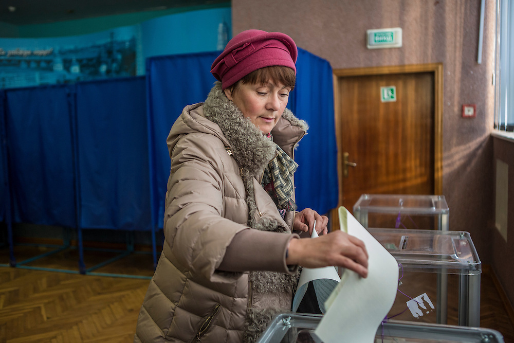 KIEV, UKRAINE - OCTOBER 26: A woman casts her ballot for parliamentary elections at a polling station on October 26, 2014 in Kiev, Ukraine. The country's parliamentary elections are seen as key to President Petro Poroshenko's ability to advance his agenda. (Photo by Brendan Hoffman/Getty Images) *** Local Caption ***