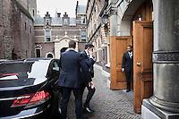 Nederland. Den Haag, 12 maart 2009.<br /> Jan Peter Balkenende arriveert bij het ministerie van Algemene Zaken op het Binnenhof. Ook vandaag is er weer coalitieberaad over de economische crisis.<br /> Foto Martijn Beekman<br /> NIET VOOR PUBLIKATIE IN LANDELIJKE DAGBLADEN.