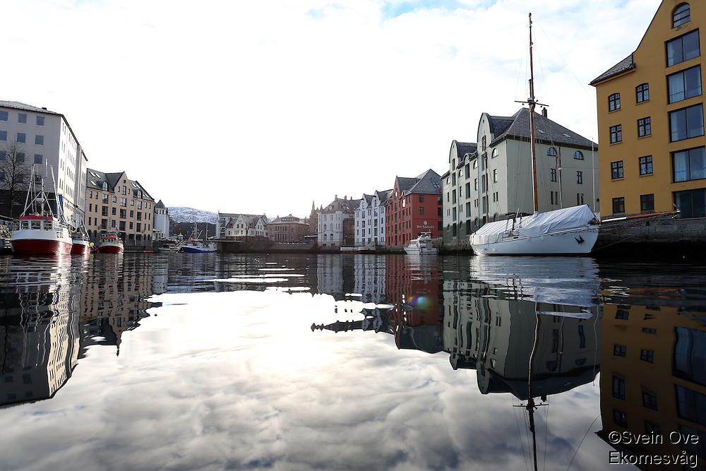 ÅLESUND 20130224. <br /> Båter ligger langs kaien i Brosundet i Ålesund.<br /> Foto: Svein Ove Ekornesvåg