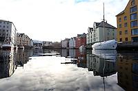 &Aring;LESUND 20130224. <br /> B&aring;ter ligger langs kaien i Brosundet i &Aring;lesund.<br /> Foto: Svein Ove Ekornesv&aring;g