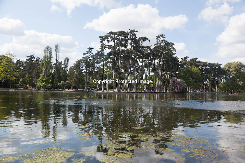 France. Paris, 16th district. the lake of the bois de Boulogne / Le lac du bois de Boulogne