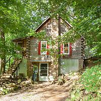 Rustic Cabin: Exterior side