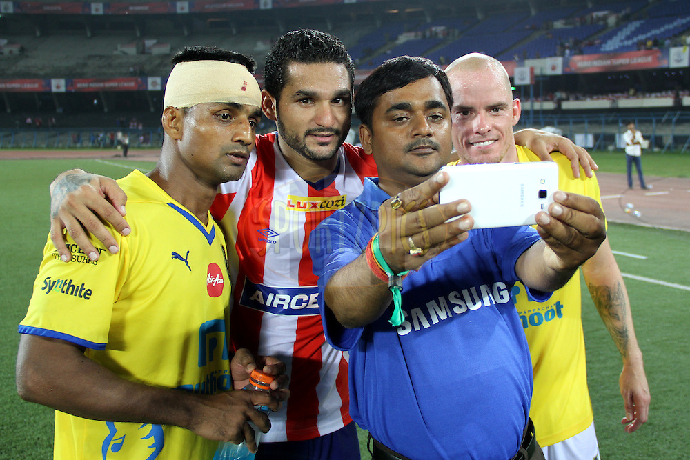 The Samsung fan takes a selfie with Iain Hume of Kerala Blasters FC , Mehtab Hossain of Kerala Blasters FC and Baljit Sahni of Atletico de Kolkata during match 13 of the Hero Indian Super League between Atl&eacute;tico de Kolkata and Kerala Blasters FC held at the Salt Lake Stadium in Kolkata, West Bengal, India on the 26th October 2014.<br /> <br /> Photo by:  Deepak Malik/ ISL/ SPORTZPICS