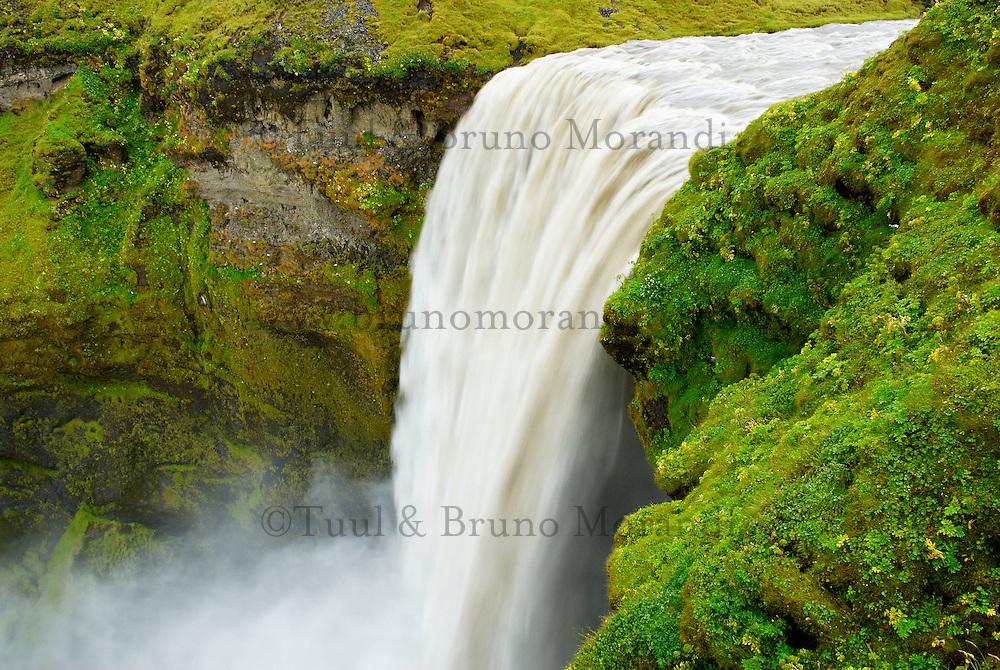 Islande. Chutes de Skogafoss. // Iceland. Skogafoss waterfall.