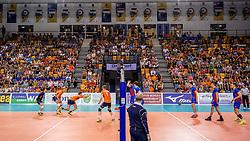 28-05-2017 NED: 2018 FIVB Volleyball World Championship qualification day 5, Apeldoorn<br /> Nederland - Slowakije / Court, hal, omnisport, actie, Nederland, publiek